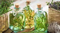 Jak udělat domácí ocet z bylin a koření? Seznam rostlin, které se hodí do octa. Preserve Fresh Herbs, Essential Oils For Pain, Alcohol, Oil Benefits, Medicinal Herbs, Natural Home Remedies, Herbal Medicine, Herbalism, Natural Hair Styles