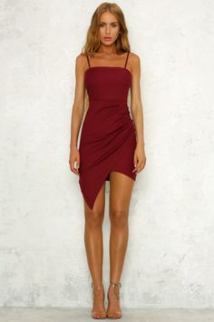 What Color Shoe To Wear With Red Dress: 8 Stylish Color Ideas - Red Dresses - Ideas of Red Dresses - What Color Shoe To Wear With Red Dress: 8 Stylish Color Ideas Homecoming Dresses Tight, Tight Dresses, Dance Dresses, Bridesmaid Dresses, Fall Dresses, Long Dresses, Wedding Dresses, Look Fashion, Fashion Outfits