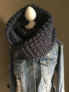 Vlog Gehaakte kol met haaknaald 10 handmade by jufSas Crochet Wool, Crochet Poncho, Diy Crochet, Make Your Own Clothes, Next Clothes, Crochet Clothes, Crochet Projects, Knitting, How To Wear