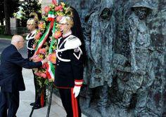 Celebrazione primo maggio - anno 2009 Napolitano deposita la corona di fiori