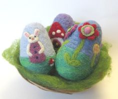Needle Felted Easter Eggs - Waldorf inspired. moonforest/Etsy