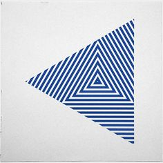 #276 Zebra triangle – A new minimal geometric composition each day