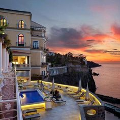 Bellevue Syrene in Sorrento Italy is the #1 hotel in Europe this year in the #TravelersChoice awards! Isnt it a beauty? #HotelGoals  To see the other winners click on the link in our bio. Hotels-live.com via https://www.instagram.com/p/BA6K