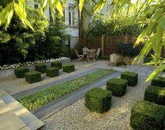 Moderne tuin met halfverharding.