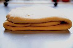 Franzbrötchen mit touriertem Plunderteig, das Hamburger Brötchen