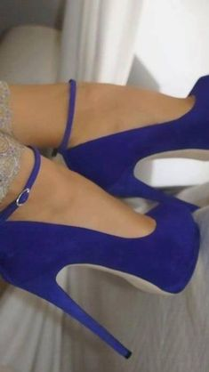 Dont step on my blue suede shoes......www.kinneysystemshairdesign.net