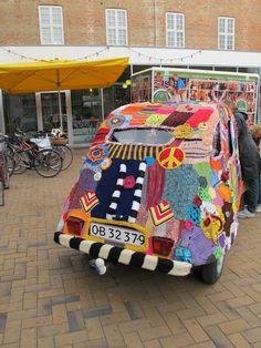 'Yarn bombing a car' • a citroen 2CV car that has been yarn bombed • Citroen 2CV