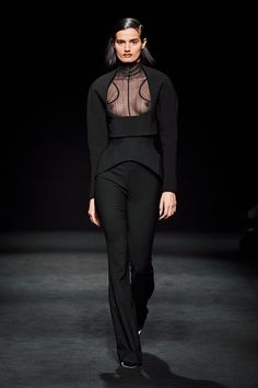 Mugler Fall 2020 Ready-to-Wear Collection - Vogue Vogue Fashion, Fashion 2017, Star Fashion, Runway Fashion, Fashion Brands, White Fashion, Fashion Week Paris, Dressed To Kill, Fashion Show Collection