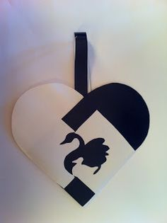 Lykkeland og Puslekos: Julekurver Paper Christmas Ornaments, Christmas Hearts, Christmas Diy, Christmas Decorations, Xmas, Danish Christmas, Scandinavian Christmas, Paper Box Template, Box Templates