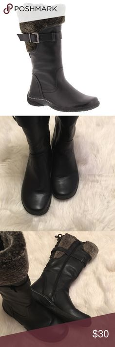 Faux Fur Winter Boots Wanderlust Belinda Boots, size 10 in good condition, water resistant, full side zipper, Faux fleece collar trim, grippy rubber sole, extra cozy and sporty Wanderlust Shoes
