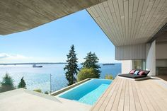 This house is perfect for lovers of the sea and the outdoors. The home is located on the top of a mountain, and such a situation allows us to enjoy wonderful views of the sea and surrounding forests from its terrace. Beautiful sea views, and a comfortable terrace from which to enjoy them… What more can we ask for? This home was built in West Vancouver, Canada in 2015 by..