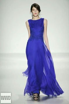 Fashion: trends, outfit ideas, what to wear, fashion news and runway looks Mob Dresses, Nice Dresses, Wedding Dresses, Amazing Dresses, Summer Dresses, Blue Fashion, Runway Fashion, Fashion Glamour, Beautiful Gowns