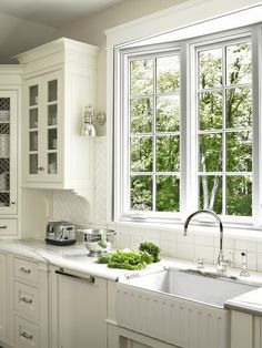 Fluted farmhouse sink, swing arm lamps, tile