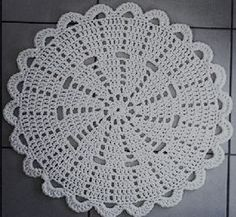 Crochet doily Step by step Tut Free Crochet Doily Patterns, Crochet Placemats, Crochet Motif, Crochet Doilies, Crochet Flowers, Crochet Ideas, Crochet Round, Crochet Home, Love Crochet