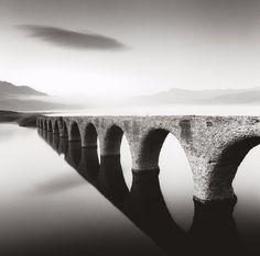 """""""Le pont de Taushubetsu"""" Photographie de l'artiste Michael Kenna Japon-2008"""
