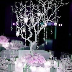 Finding Pretty Wedding Centerpieces - Comparing Swift Plans For Easy Flower Decorations For Weddings - Wedding Bunker Wedding Table Centerpieces, Flower Centerpieces, Ceremony Decorations, Flower Decorations, Manzanita Centerpiece, Eiffel Tower Vases, Eiffel Tower Centerpiece, Le Diner, Floating Candles