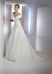 Hollywood style off the shoulders wedding dresses San Francisco | The Wedding Specialists