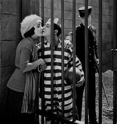 Buster Keaton in Convict directed by Edward F. Cline, 1920