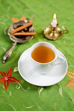 Avagy minek vennénk készen, ha magunk is megcsinálhatjuk… A mézeskalács fűszerkeverék csupa-csupa melegítő hatású fűszerből áll. Azonkívül, hogy a hagyományos karácsonyi édességek ízesítője, készíthetünk belőle teát, ízesíthetünk vele tejes édességeket vagy akár almakompótot is. Nagyszerű gasztroajándék, ha csinos kisüvegbe tesszük, feldíszítjük. Hozzávalók: 8 kardamomhüvely magjai 1 tk koriandermag 1 tk édeskömény 10 db szegfűszeg 5 … Knitting Socks, Panna Cotta, Tea Cups, Tableware, Ethnic Recipes, Cute, Food, Knit Socks, Dulce De Leche