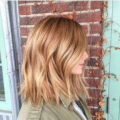 Reminiscing this #strawberry #lob. She's naturally red already, so we highlight with #redken #flashlift + 20 vol. rinse highlights and glaze the base of the highlights to blend back in to natural with 7G + ZeroLift for 5 mins. #modernsalon #loblove