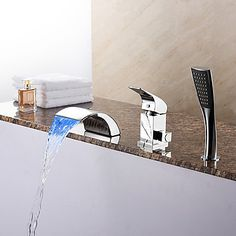 Moderni Roomalainen kylpyamme LED Vesiputous Mukana käsiAmmehanat with Keraaminen venttiili Yksi kahva kolme reikää for Kromi