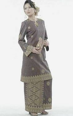 Baju Kurung, Malaysian traditional dress - Visit http://asiaexpatguides.com to make the most of your experience in Malaysia!