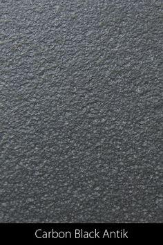 """Durch das Flammen & Bürsten wird die Oberfläche des Carbon Blacks uneben, was dem Gestein eine spannende Ästhetik gibt. Die """"kulinarische"""" Optik passt ausserordentlich gut zu einer hochwertigen Tafel. Wie alle Granitsteine, eignet er sich sowohl für innen- wie auch für aussen. Carbon Black, Home Decor, Natural Stones, Interior Design, Home Interior Design, Home Decoration, Decoration Home, Interior Decorating"""