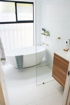 Wet Room With Bath, Small Bathroom With Bath, Small Wet Room, Wet Room Bathroom, Small Bathroom Interior, Small Bathroom Layout, Laundry In Bathroom, Small Bathroom Ideas, Bathroom Tapware