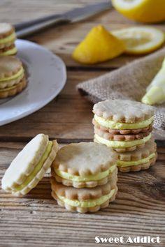 Galletas rellenas de crema de limón: http://www.sweetaddict.es/2015/03/galletas-rellenas-de-crema-de-limon.html