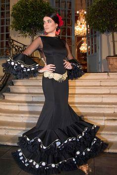 Wappíssima - Presentación We Love Flamenco 2017 — in Madrid, Spain. Spanish Dress Flamenco, Flamenco Dresses, Flamenco Costume, Elegant Dresses, Formal Dresses, Spanish Fashion, Folk Fashion, Fashion Art, African Print Fashion