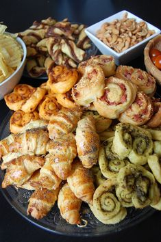 Easy & quick aperitif recipes with 5 puff pastries . Tapas, Fingers Food, Brunch, Salty Foods, Cooking Recipes, Healthy Recipes, Appetisers, Antipasto, Coffee Break