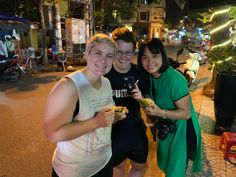 Da nang Local Tours Pho Bo, Danang Vietnam, Different Architectural Styles, One Day Tour, Vietnam History, Cooking Courses, Local Tour, Night Food, Modern City