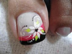 Cool nail polish Cool nail polish Cool nail polish 10 Metallic Manicures I'm Obsessed With nails Flower Toe Nails, Modern Nails, Nails Only, Nail Time, Feet Nails, Toenails, Manicure E Pedicure, Toe Nail Designs, Halloween Nail Art