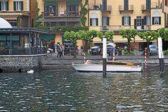 Cadenabbian satamassa on helppo bongata kauniita taksiveneitä.