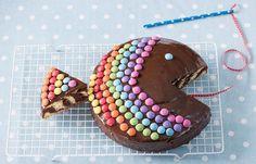 Zebrakuchen-Regenbogenfisch - Kindergeburtstag: 10 süße & herzhafte Rezepte - Zutaten für ca. 12 Stücke: - 200 g Margarine (z. B. SANELLA) - 200 g Zucker - 1 Päckchen Vanillezucker - 4 Eier - 300 g Mehl - 1 Päckchen Backpulver - 1 Prise Salz...