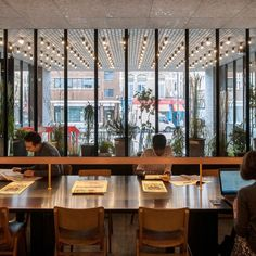 A communal table in the lobby at the Ace Hotel Shoreditch in London, designed by local firm Universal Design Studio. Ace Hotel London, London Hotels, London Cafe, Ace Hotel New York, Shanghai Hotels, London Food, Hotel Restaurant, Hotel S, Hotel Lounge