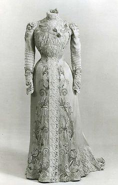 Dress Design House:Callot Soeurs Date:1900 Culture:french médium:silk, metal thread
