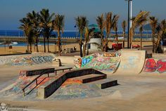 17 skate tracks that you have to visit before you die - All For Garden Backyard Skatepark, Nostalgia, Skate Surf, Parkour, Graffiti Art, South Africa, Street Art, Surfing, Around The Worlds