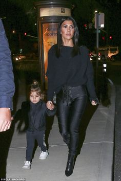 Kardashian goes holiday ice skating with Kendall Jenner On the way: Reign looked adorable in his black and white look while rocking a mini bun.On the way: Reign looked adorable in his black and white look while rocking a mini bun. Looks Kim Kardashian, Estilo Kardashian, Robert Kardashian, Kardashian Style, Kardashian Jenner, Kourtney Kardashian 2018, Kim Kardashian Blazer, Pastel Outfit, Casual Outfits