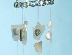 lampe-bouteille-originale-idee-que-faire-avec-de-bouteilles-en-plastique-suspension-de-pierres