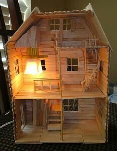 See more ideas about Popsicle stick crafts, Craft stick crafts and Popsicle sticks. Popsicle Stick Houses, Popsicle Stick Crafts, Craft Stick Crafts, Fun Crafts, Craft Sticks, Doll Furniture, Dollhouse Furniture, Popsicle House, Barbie House