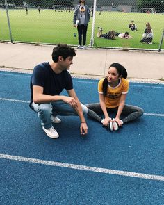 Peter and Lara Jean Noah centineo and Lana condor To all the boys I've loved before Lara Jean, Disney Star Wars, Love Movie, I Movie, Cute Relationships, Cute Relationship Goals, But Football, Peter K, Jean Peters