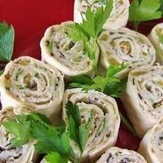 Mexican Cream Cheese Rollups Recipe - These south-of-the-border hors d'oeuvres -- with a cream cheese base -- are rolled up in tortillas, then sliced into bite-sized treasures. Tortilla Wraps, Tortilla Rolls, Roll Ups Tortilla, My Recipes, Mexican Food Recipes, Sweet Recipes, Cooking Recipes, Favorite Recipes, Recipies