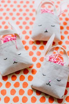 diy mini bunny bags for the mini-est of easter hunters Easter Crafts For Kids, Diy For Kids, Craft Stick Crafts, Diy Crafts To Sell, Homemade Easter Baskets, Bunny Bags, Diy Ostern, Easter Bunny Decorations, Sewing Projects