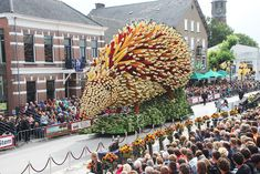 19 Giant Flower Sculptures Honour Van Gogh At World's Largest Flower Parade In The Netherlands | Bored Panda