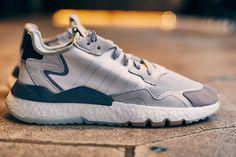 Adidas inonde encore et toujours le marché d'innovations et de rééditions de ses modèles iconiques. Avec la Nite Jogger, la firme allemande joue sur les 2 terrains et présente la rétro d'un modèle datant de 1976 tout en y apportant une très grosse touche de modernité.  #sneakers #sneakerhead #adidas #nitejogger #adidasnitejogger #sneakeraddict #retro #vintage #new #men #fashion #mode #blog #lifestyle #running #commeuncamion