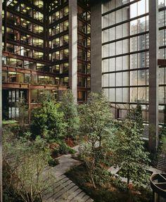 Love this internal courtyard at the Ford Foundation Building New York. Green Architecture, Architecture Details, Landscape Architecture, Biophilic Architecture, Landscape Elements, Landscape Design, Atrium Garden, New York City, New York Landmarks