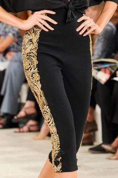 Ralph Lauren at New York Fashion Week Spring 2013 - Details Runway Photos Look Fashion, Womens Fashion, Fashion Design, Fashion Trends, Mexican Fashion, Ralph Lauren, Spanish Style, Spanish Heritage, Couture Collection