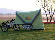Предназначенный для многодневных поездок на #велосипедах, #прицеп с #палаткой B-Turtle весом 30 кг разработан для того, чтобы разместить снаряжение в объеме 120 л и предложить удобный ночлег для двух человек. Mini Camper, Outdoor Gear, Tent, Turtle, Bicycle, Sports, Projects, Hs Sports, Log Projects