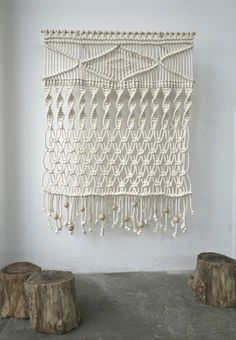 Woven walls are set to be a huge trend for Hang rugs, macrame, wall hangings. handmade home decor inspiration. Do It Yourself Inspiration, Design Inspiration, Ideias Diy, Macrame Projects, Macrame Knots, Macrame Art, Macrame Jewelry, Home And Deco, Modern Retro